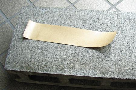 塗布後のガムテープ